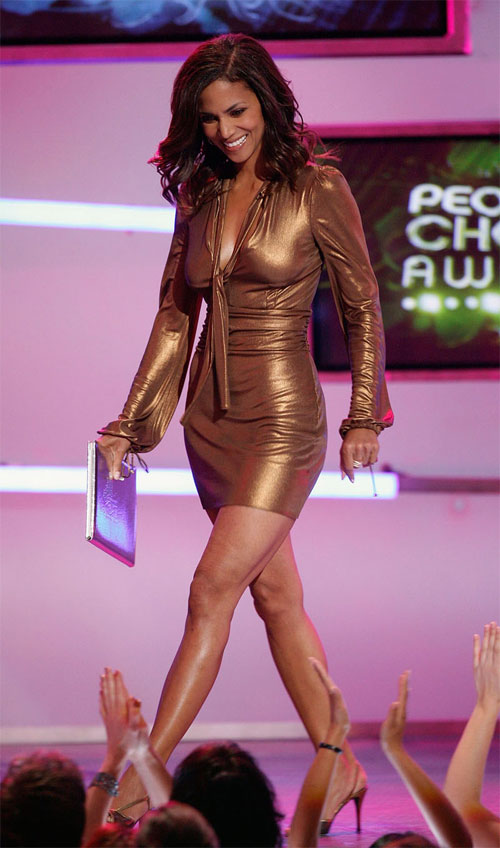 January 9, 2007Golden girl! The Perfect Stranger star took the plunge in a super-short bronze lame mini dress and black heels at the People's Choice Awards in L.A.