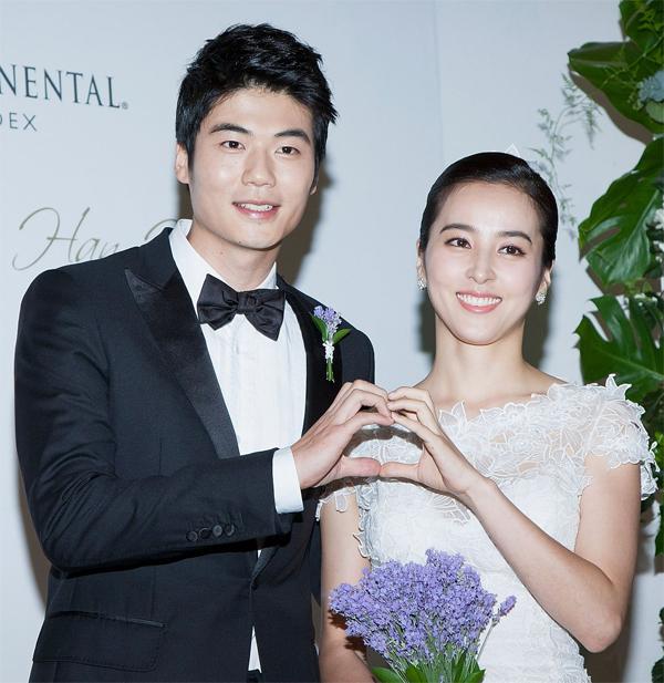 Sao Swansea City và cô dâu Han Hye Jin