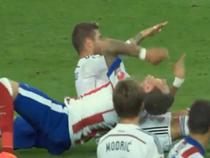 Ramos đấm vào mặt trả đũa Mandzukic
