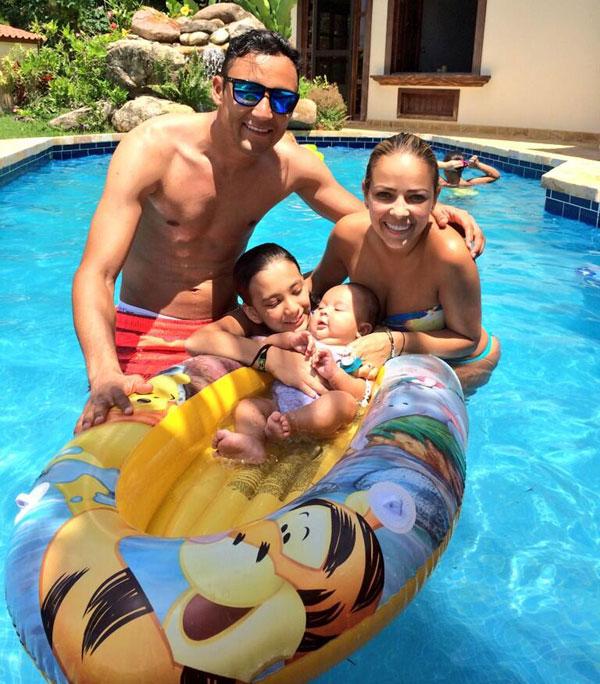Navas và vợ có với nhau một cậu con trai mới vài tháng tuổi.