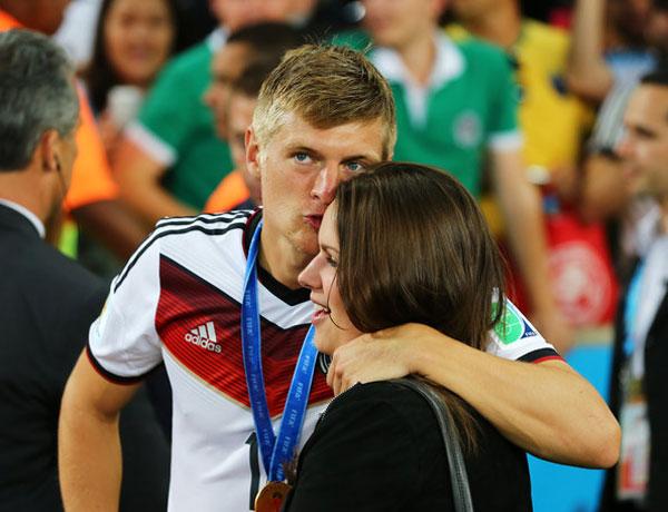 Toni Kroos cũng là một cái tên gây chú ý tại Bernabeu sau khi giành chức vô địch World Cup với tuyển Đức.