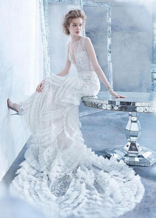 Lộng lẫy và cao sang là những phong cách quen thuộc của Lazaro. Cô dâu sẽ trở