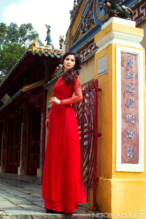 Thảo Trang kiêu sa diện áo dài cưới màu sắc