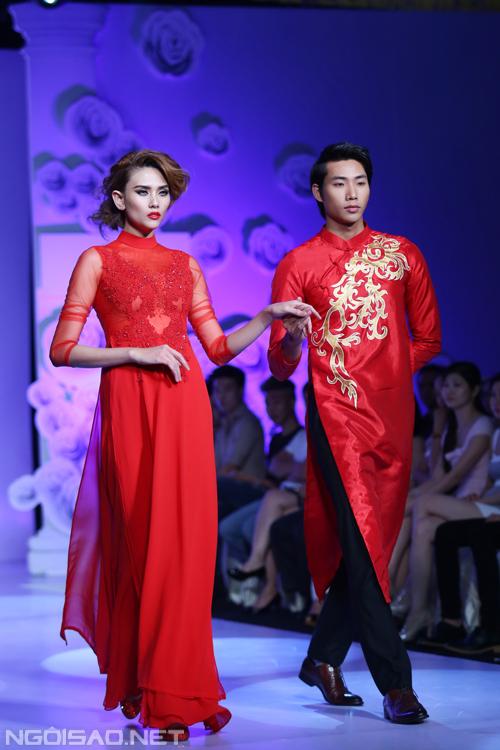 Hoàng Yến diện áo dài cưới kiêu kỳ