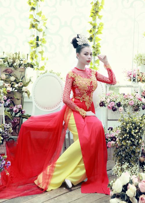 Trà Ngọc Hằng kiêu sa với áo dài cưới