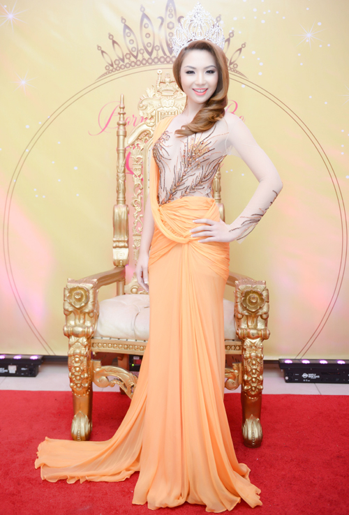 anh1 6995 1408852391 Hoa hậu gốc Việt Jennifer Chung lộng lẫy trong tiệc mừng