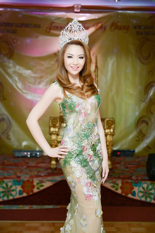 anh10 6232 1408852391 Hoa hậu gốc Việt Jennifer Chung lộng lẫy trong tiệc mừng