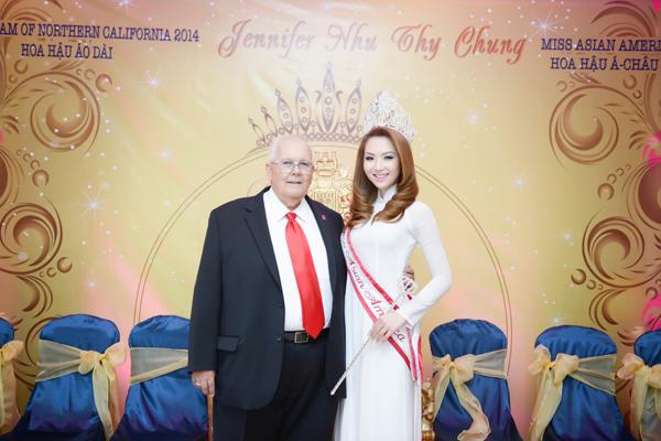 anh12 9025 1408852392 Hoa hậu gốc Việt Jennifer Chung lộng lẫy trong tiệc mừng