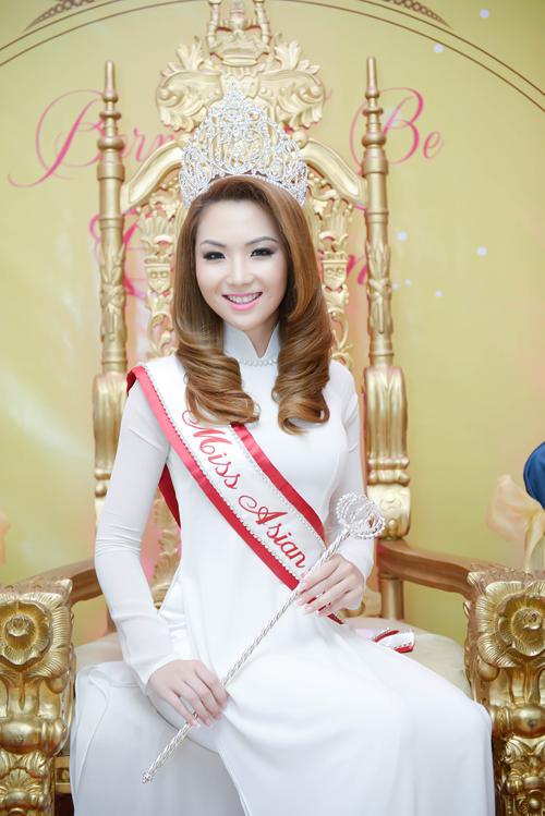 anh4 1119 1408852391 Hoa hậu gốc Việt Jennifer Chung lộng lẫy trong tiệc mừng