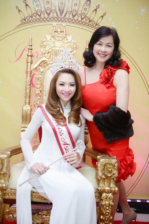 anh5 3390 1408852392 Hoa hậu gốc Việt Jennifer Chung lộng lẫy trong tiệc mừng