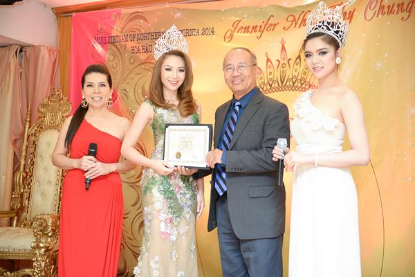 anh6 3457 1408852392 Hoa hậu gốc Việt Jennifer Chung lộng lẫy trong tiệc mừng