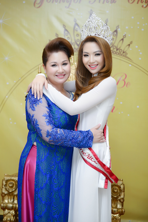 anh8 4737 1408852391 Hoa hậu gốc Việt Jennifer Chung lộng lẫy trong tiệc mừng