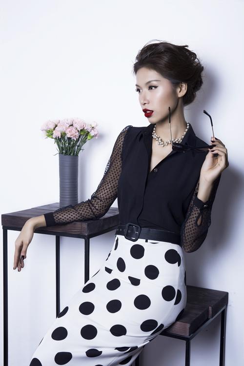 Các mẫu thiết kế phù hợp với giới nữ công sở khi đến văn phòng trong tiết trời đầu mùa thu mát mẻ.