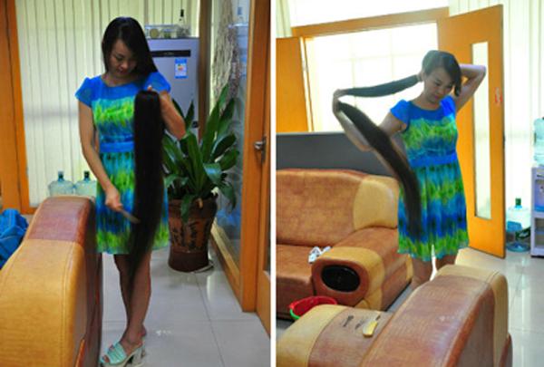 Mrs. Xiao is seen showing her beautiful long hair.