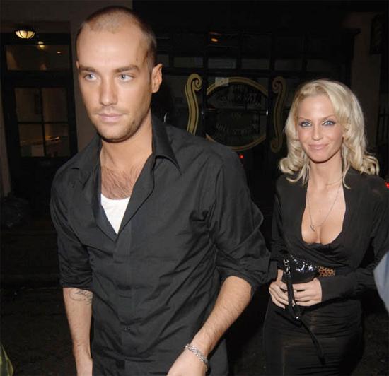 Calum và Sarah Harding những ngày còn hẹn hò năm 2005.