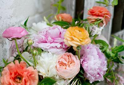 Ý nghĩa bó hoa cưới làm đẹp cho cô dâu