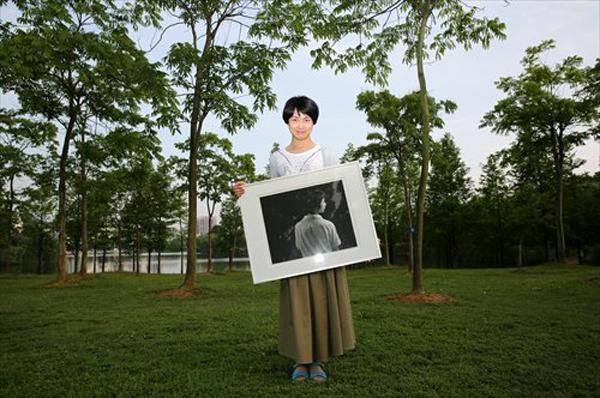 Liu cùng tấm ảnh chụp anh khi chưa quyết định chuyển giới.