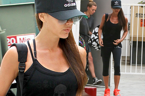 Victoria-Beckham-leaving-the-g-4545-9595