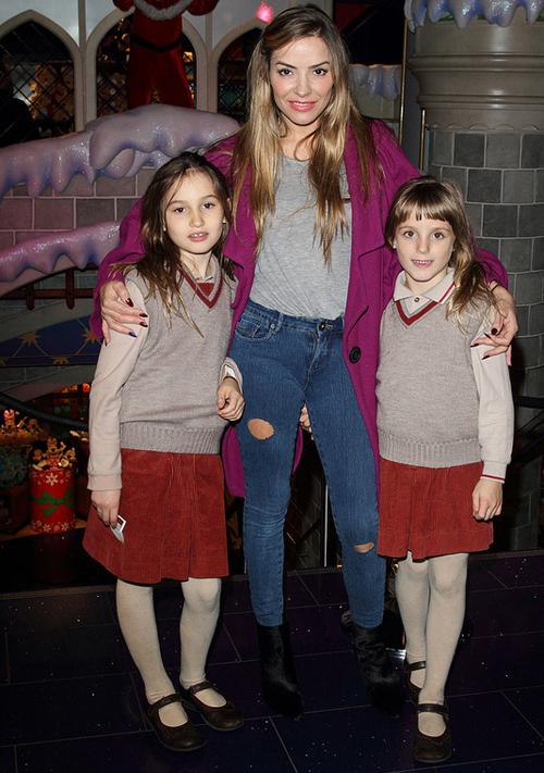 Cựu sao Chelsea và người đẹp Tây Ban Nha có hai cô con gái đáng yeeulaf Luna