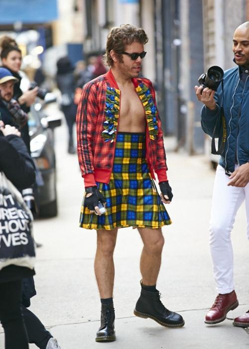 perez-hilton-fashion-week-main-1218-1409