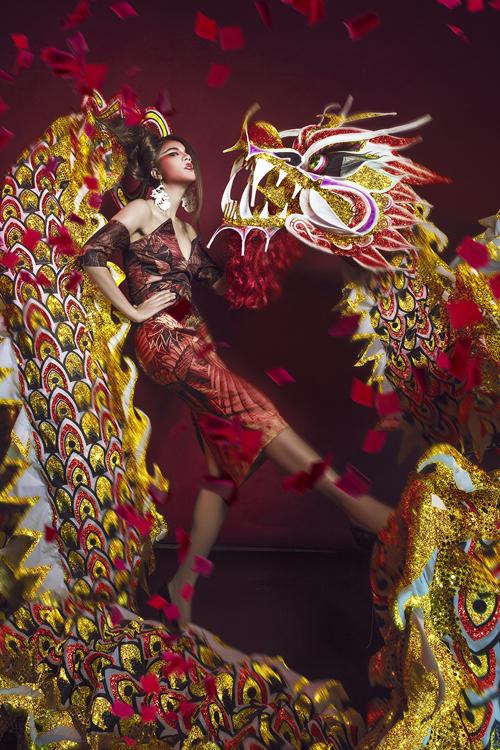 Kim Dung ấn tượng với trang phục mùa trung thu