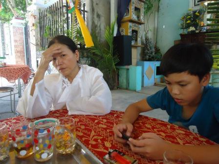 Mẹ của nạn nhân: Trước nó hiền nhưng chơi với người không tốt nên mới bị chết thảm