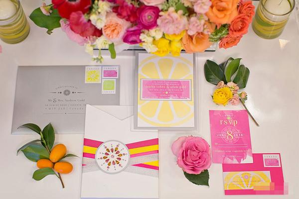 Mang sắc màu hoa trái vào đám cưới trẻ trung