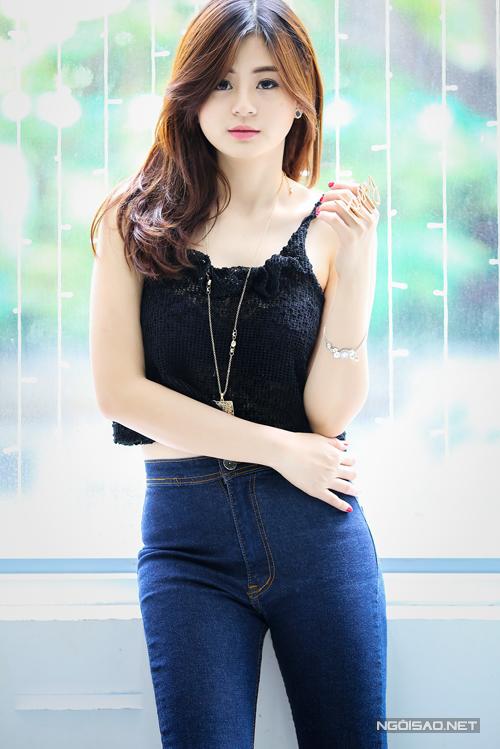 Giành được giải thưởng cao nhất tại cuộc thi sắc đẹp khi còn ngồi trên ghế nhà trường, cùng với kinh nghiệm của một người mẫu ảnh giúp Hồng Châu có được phong thái tự tin khi đến với Miss Ngôi sao 2014.