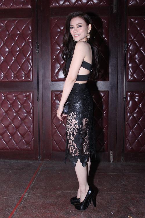 Khi góp mặt tại các sự kiện văn hóa giải trí, Thu Thủy cũng chọn váy xuyên thấu, váy khoe eo thon, khoe ngực đầy để chưng diện.