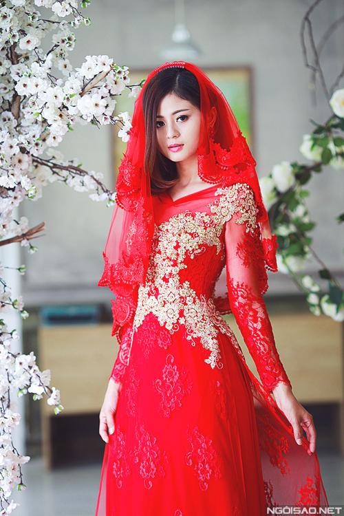 Hồng Châu diện áo dài cưới cầu kỳ làm cô dâu