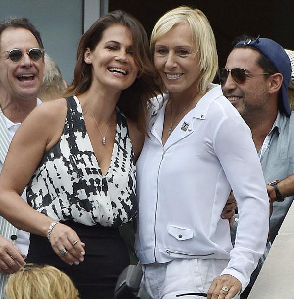 Martina Navratilova cầu hôn bạn gái xinh đẹp sau 6 năm chung sống.
