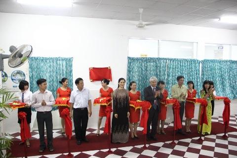 Sở Giáo dục và Đào tạo TP HCM cùng Công ty Ajinomoto Việt Nam đã khánh thành Mô hình mẫu bếp ăn bán trú tại trường tiểu học Trưng Trắc, quận 11, TP HCM.