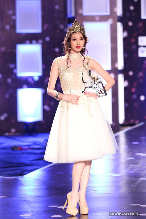 Tối ngày 9/9, Khánh My cùng dàn người mẫu nổi tiếng đã cùng góp mặt trong chương trình thời trang Phong cách và Cuộc sống tháng 9.