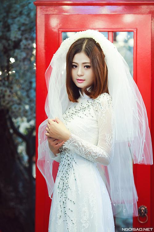 Hồng Châu tư vấn áo dài cưới và phụ kiện tóc