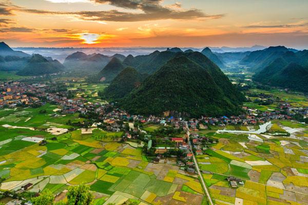 Hoàng hôn trên đỉnh Nà Lay - Nguyễn Quang Tuấn.