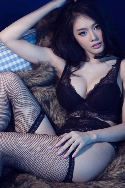 Linh Chi khoe cơ thể đẹp mướt mắt với đồ ren