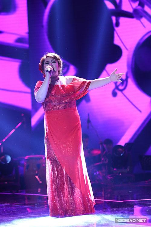 Sevinch Hạnh Phúc là thí sinh đầu tiên thi trong liveshow 6. Cô mang đến điệu Pasodoble với ca khúc Ô mê ly.