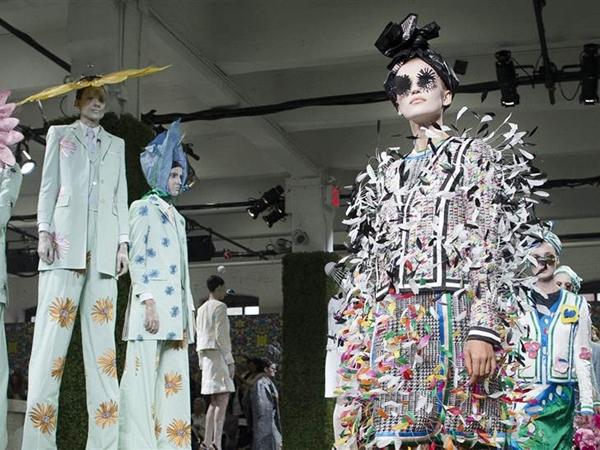 Thiết kế kỳ lạ ở tuần lễ thời trang