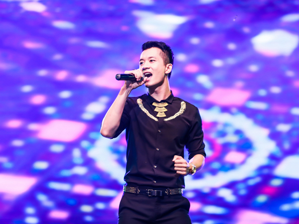 QUOC-HUY-THEVOICE-5917-1410835207.jpg