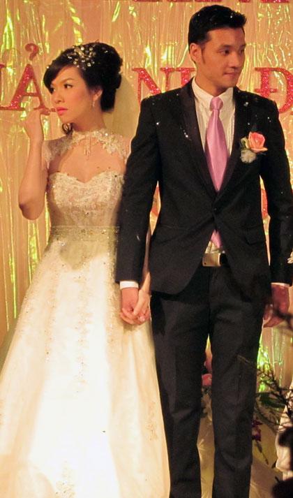 NTK tạo nên váy cưới ấn tượng cho Đan Lê