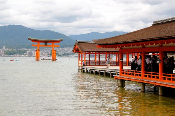 Itsukushima - ngôi đền nổi linh thiêng của Nhật Bản