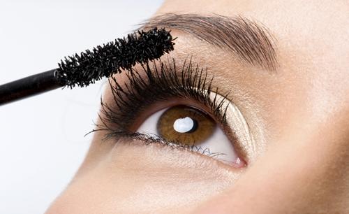 Applying-Mascara1-1658-1411113305.jpg