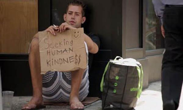 Mỗi đêm ngủ với một phụ nữ để thoát cảnh vô gia cư