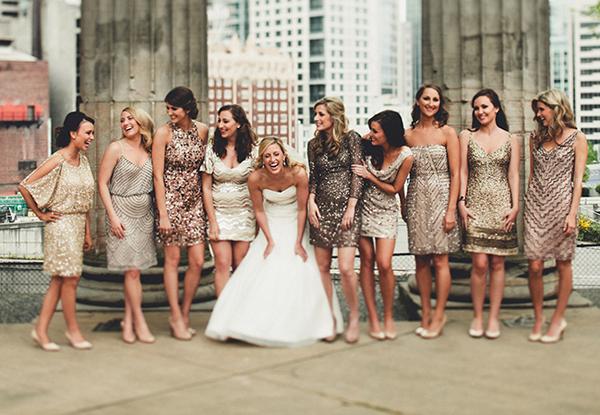 Mang sắc ánh kim lấp lánh vào đám cưới