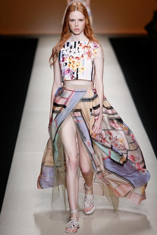 Váy áo dịu dàng, quyến rũ của Alberta Ferretti