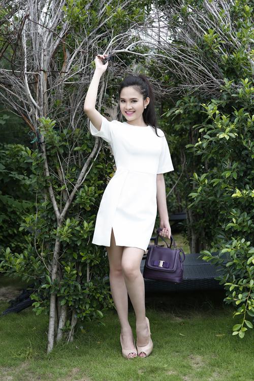 """Bùi Thị Như Ý, sinh năm 1994. Cô là sinh viên năm thứ hai khoa Quản trị Khách sạn, trường Cao đẳng Sài Gòn Tourist. Châm ngôn sống của cô là: """"Đừng quên mỉm cười trong cuộc sống. Nụ cười của bạn mang lại hạnh phúc cho người xung quanh và nụ cười đó cũng đem lại hạnh phúc cho chính bạn""""."""
