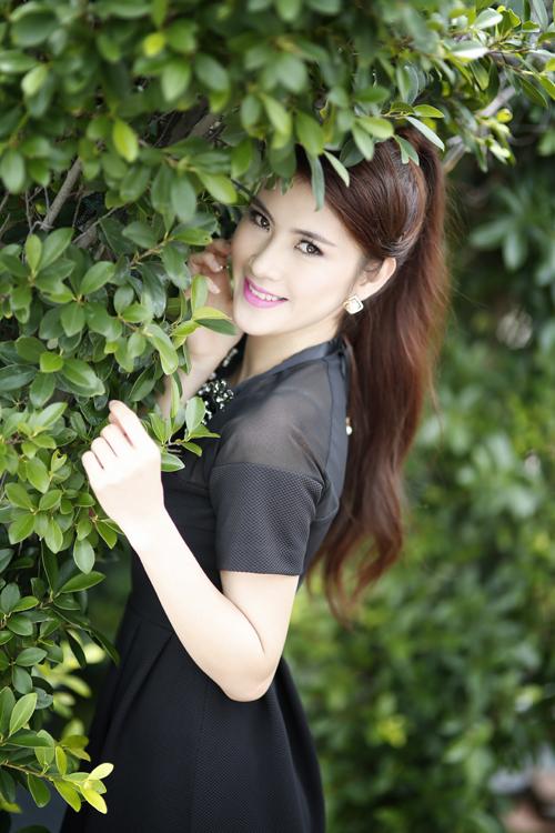 """Đinh Thị Ngoan, sinh năm 1991. Châm ngôn cuộc sống của cô: """"Hãy làm những gì bạn muốn làm, mơ những gì bạn muốn mơ, tới đâu bạn muốn tới, trở thành những gì bạn muốn bởi bạn chỉ có một cuộc sống và một cơ hội để làm tất cả những gì bạn muốn""""."""