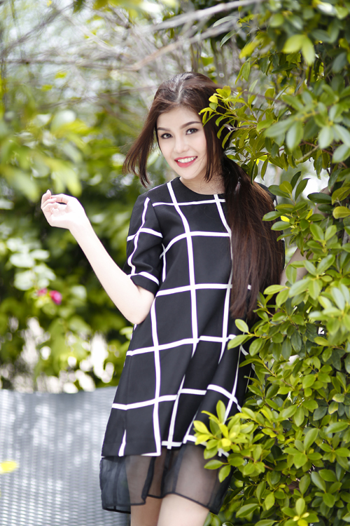 Nguyễn Hoàng Thục Vy, sinh năm 1992. Cô là sinh viên năm cuối chuyên ngành quản trị Marketing Đại Học HUTECH, TP HCM. Thục Vy từng là Á khôi 1 của trường và đã tham gia một số MV ca nhạc cho các ca sĩ.