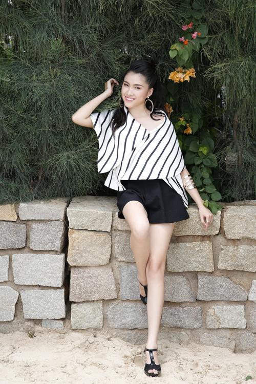 Đặng Dương Thanh Thanh Huyền, sinh năm 1996. Hiện cô là MC và DJ tại thành phố biển Nha Trang. Thời gian rảnh, cô thích chụp ảnh, chơi đàn tranh.