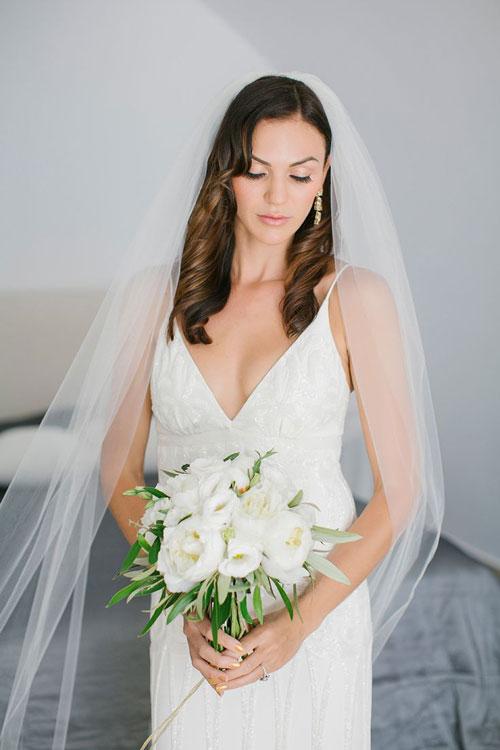 Voan không chỉ dành cho các kiểu tóc búi mà cô dâu còn có thể áp dụng cho mái tóc xõa bồng bềnh.